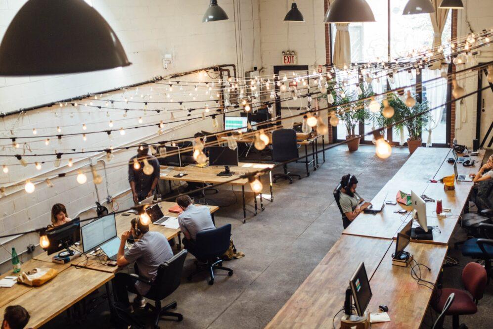 Aranżacje wnętrz biurowych – o co warto zadbać?