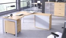 Biurko w przestrzeni biurowej